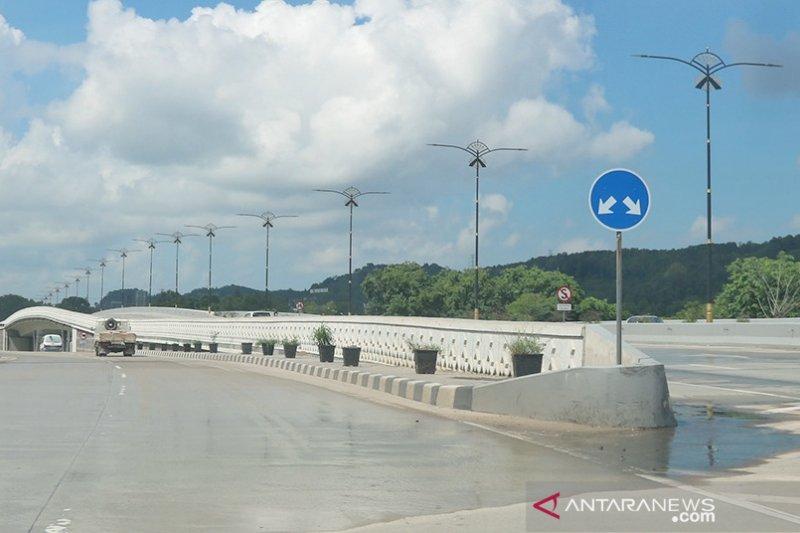 Pipa air bersih di Flyover Laluan Madani rusak