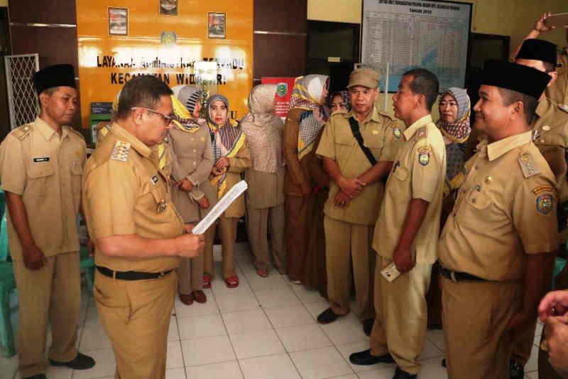 Bupati Indramayu sidak temukan ASN tak hadir