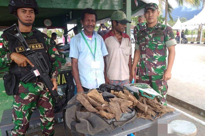 Warga PNG pemilik 19,5 gaharu ilegal ditangkap