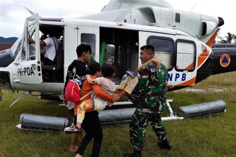 Prajurit TNI bantu korban banjir Sultra
