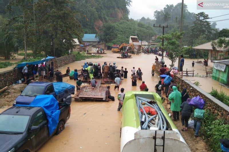 Jalur menuju Konawe Utara tersendat akibat banjir