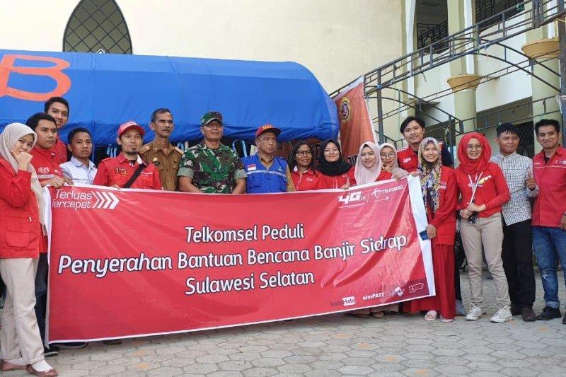 Telkomsel area Pamasuka  salurkan bantuan korban banjir