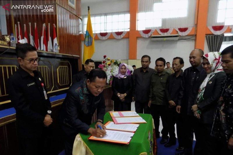 DPRD dan Pemkab Kotabaru sahkan dua Raperda