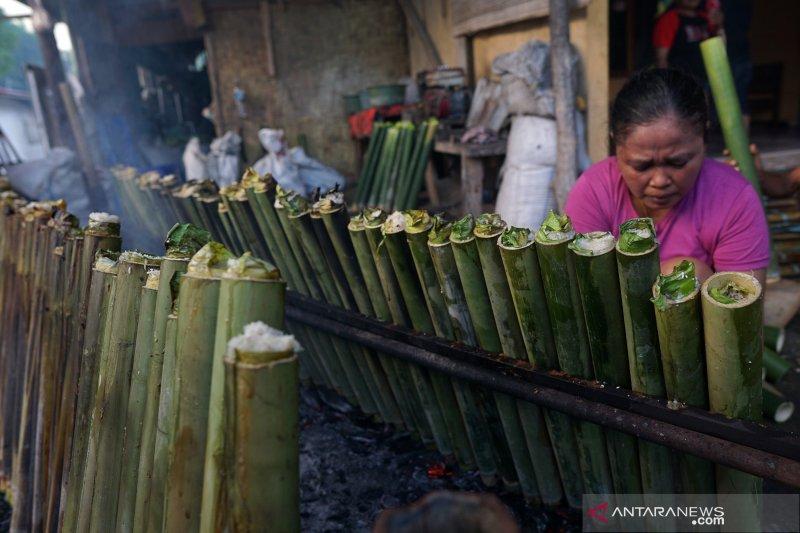 Warga Gorontalo sajikan nasi jaha pada tradisi Lebaran Ketupat
