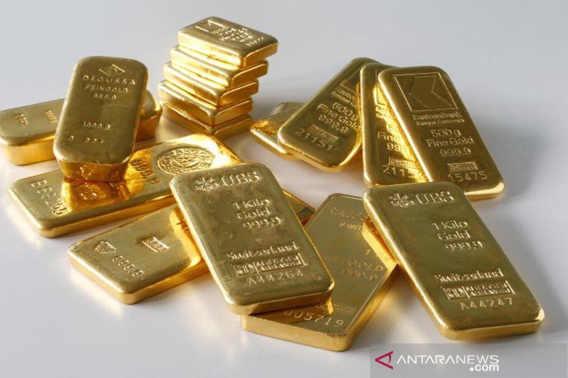 Emas turun pada akhir perdagangan Sabtu pagi