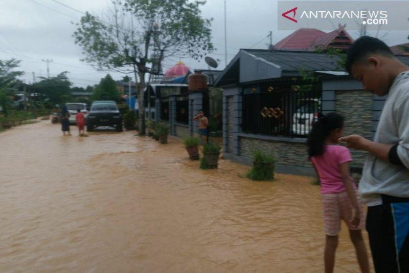Banjir genangi sejumlah jalan provinsi-kabupaten di Sultra