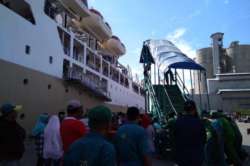 Kapal gratis akhiri masa tugas, terminal tetap dipadati penumpang