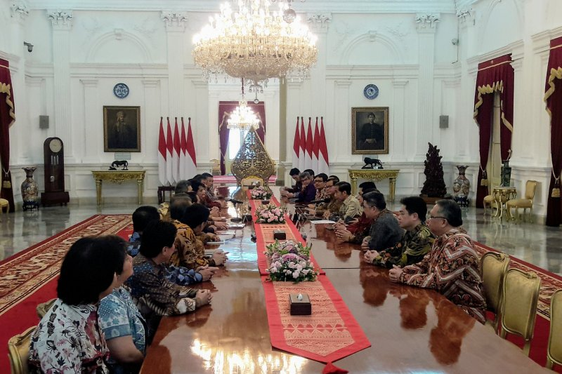 President Jokowi seeks ideas from businessmen to boost economy