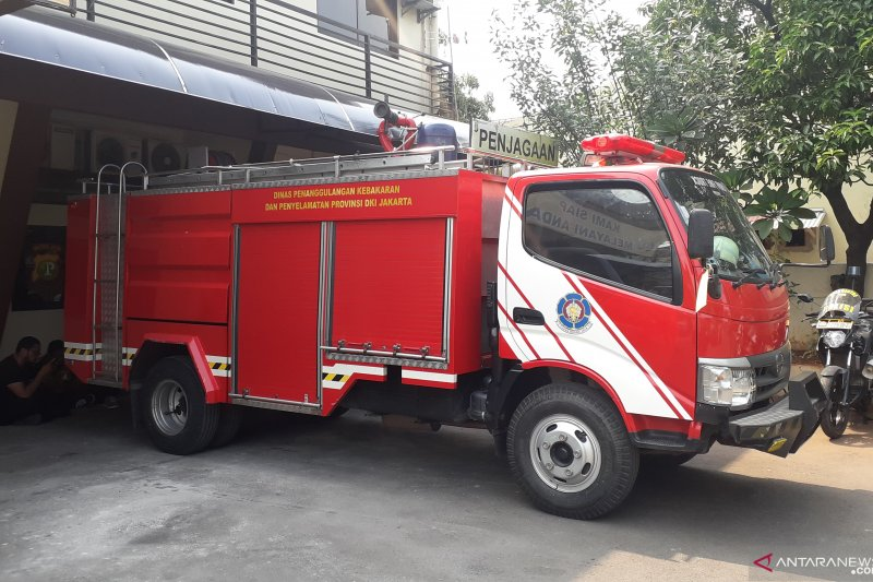 Sopir ke toilet, mobil Damkar Sunter hilang