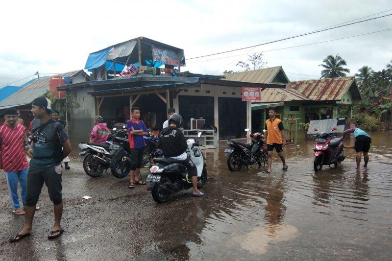 Empat kecamatan di Kabupaten Konawe Utara masih terisolasi akibat banjir
