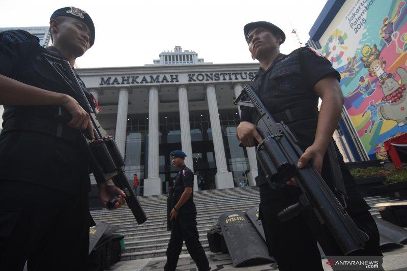 Pengamanan gedung MK jelang sidang perdana perselisihan hasil pemilihan umum
