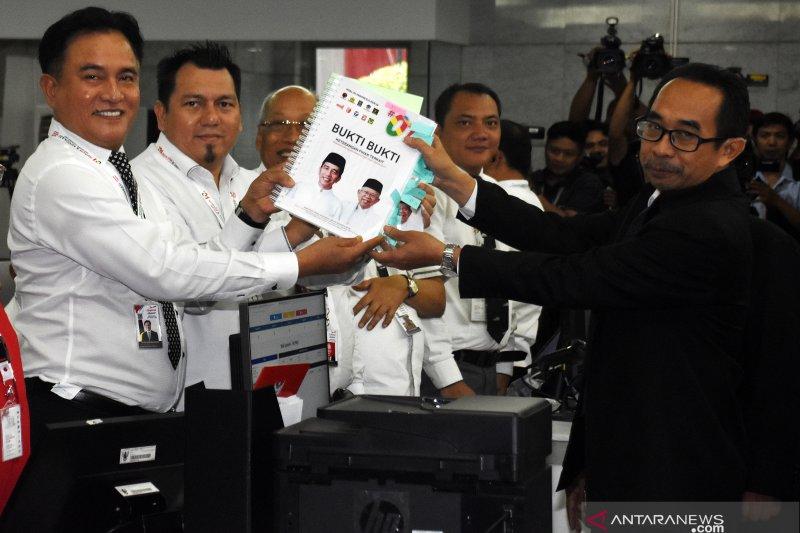 Kuasa hukum Jokowi-Ma'ruf serahkan 19 bukti