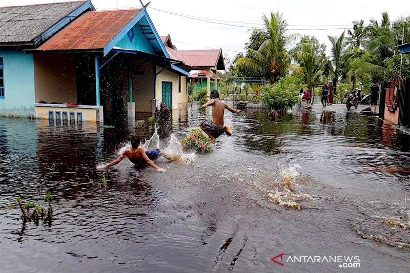 Banjir rendam dua kelurahan dan satu desa di Kecamatan Kumai