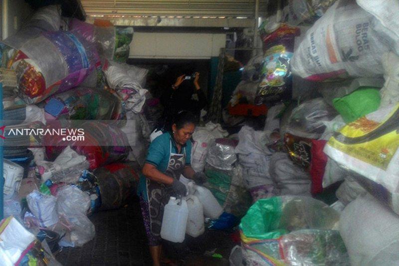 Surabaya lelang sampah botol plastik hasil penukaran tiket bus
