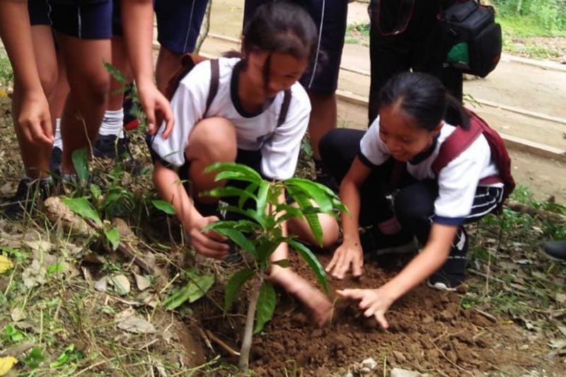 Ratusan siswa Tarakanita Kota Magelang tanam pohon di Gunung Tidar