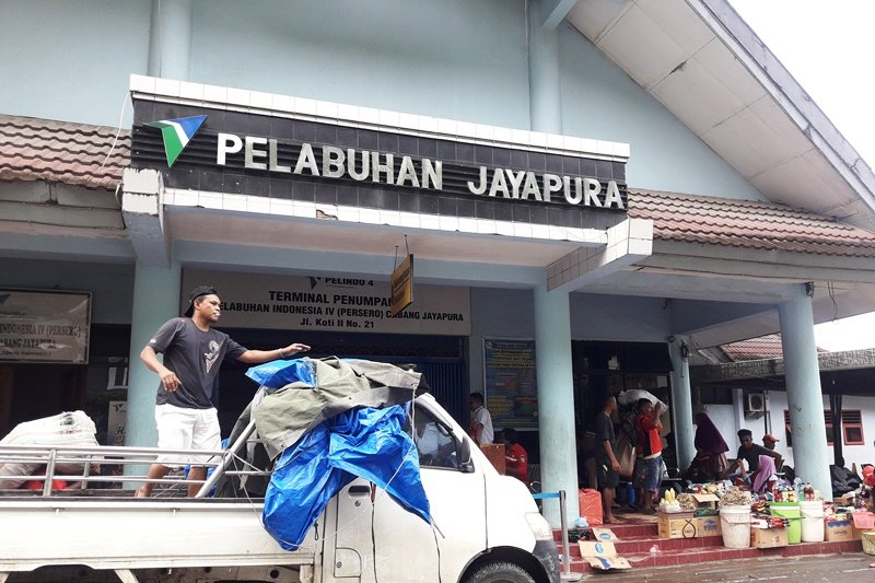 Volume muat barang di Pelabuhan Jayapura tercatat 8.744 ton