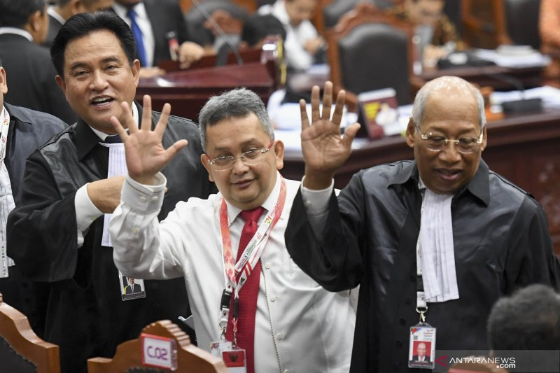 Seluruh dalil Prabowo-Sandi hanya asumsi yang lemah, kata Yusril