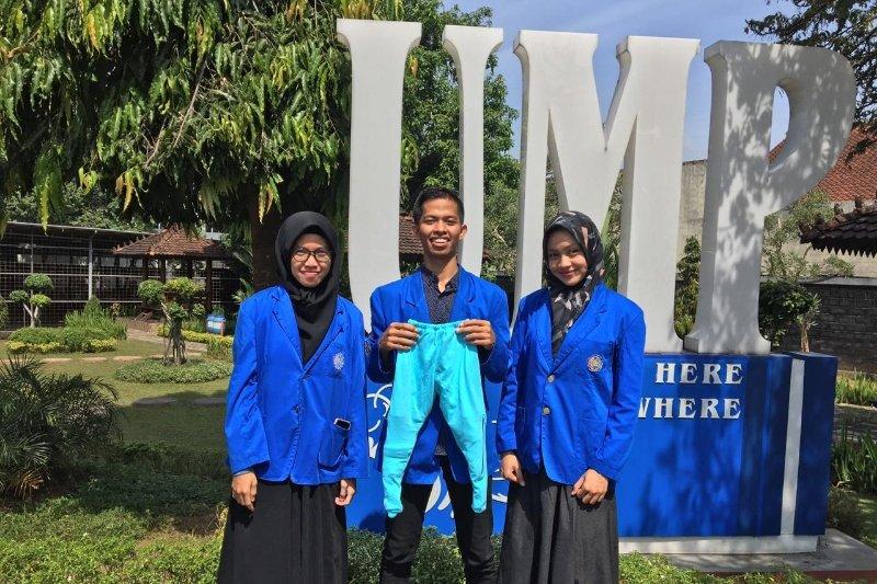 Celana terapi bagi balita diciptakan mahasiswa UM Purwokerto