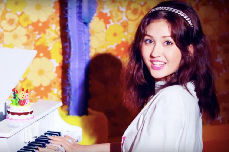 "Jeon Somi bersolo karir lewat lagu ""Birthday"""