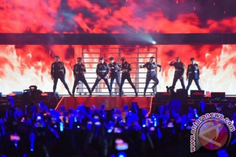 """Super Junior buka konser dengan lagu andalan """"Black Suit"""""""