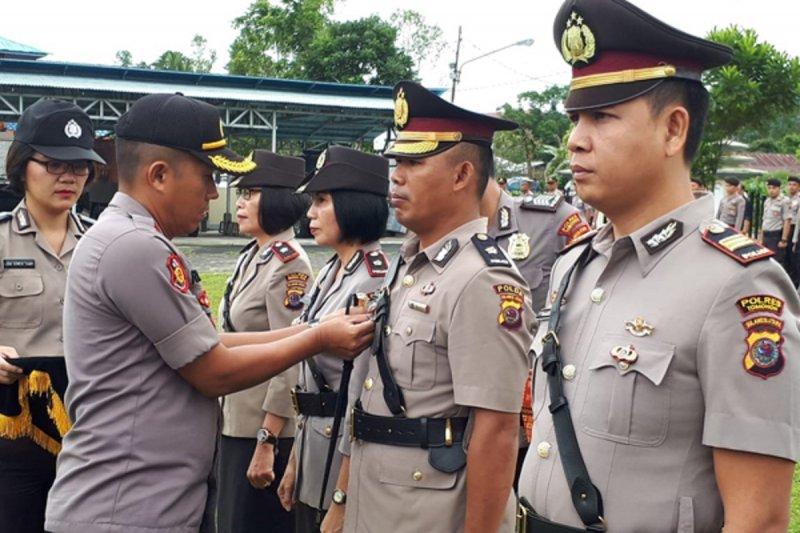 Kapolres Tomohon sertijab Wakapolres dan tiga pejabat