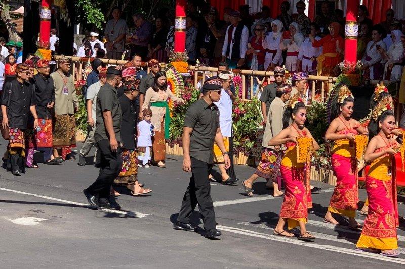 Jokowi invites grandson Jan Ethes for Bali Arts Festival