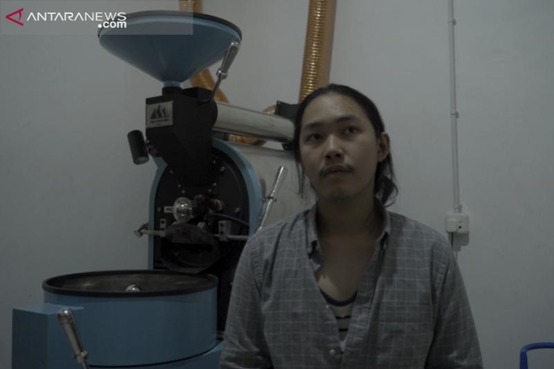 Anak muda Bandung bisnis pengolahan biji kopi [Video]