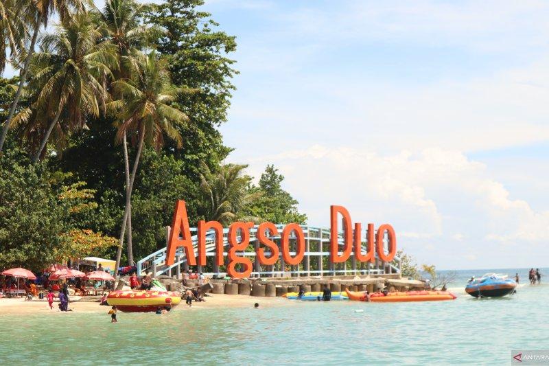Diterjang ombak, anggota BPBD Pariaman jatuh dan pingsan saat patroli jet ski di Pulau Angso Duo