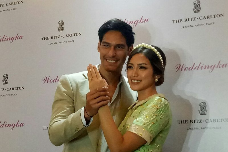 Jessica Iskandar-Richard Kyle resmi bertunangan