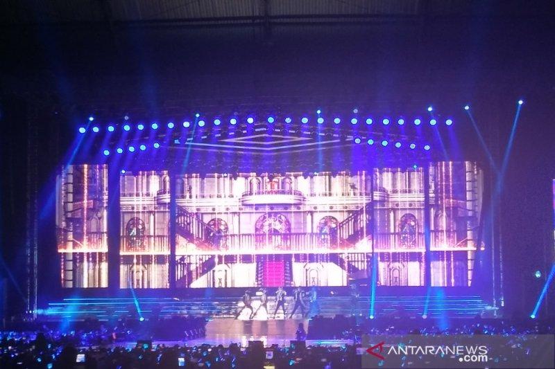 "Rossa tampil bareng Yesung dan Ryeowook menyanyikan ""Tegar"""