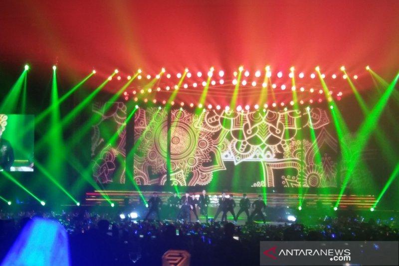 Rossa tampil sebagai tamu spesial di Super junior bawakan lagu 'Tegar'