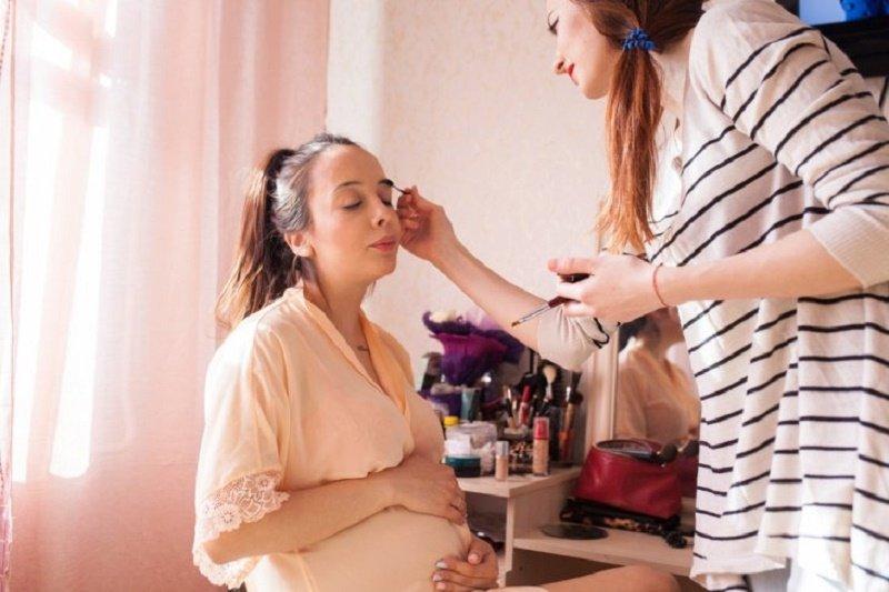 Pemasangan eyelash extension kini jadi tren di kalangan ibu hamil