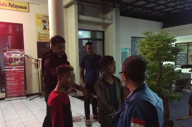 Bawa pisau, dua pemuda diamankan Tim Pemburu Preman Polres Jakbar