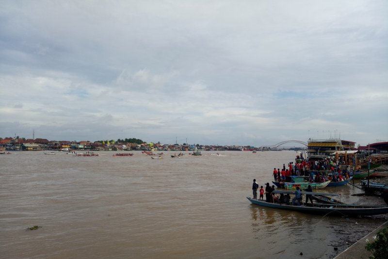 Ribuan orang antusias saksikan lomba festival bidar Palembang