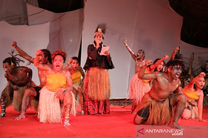 Di Pesta Kesenian Bali, Putri Koster persembahkan puisi