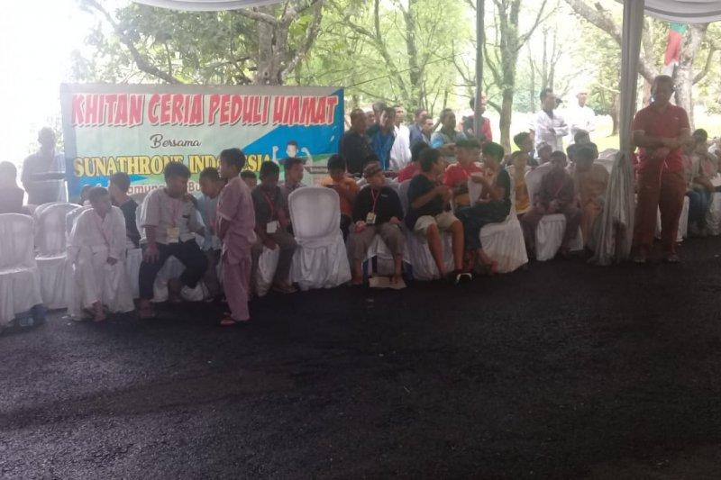Keuskupan Tanjungkarang dan Kodim gelar khitanan massal
