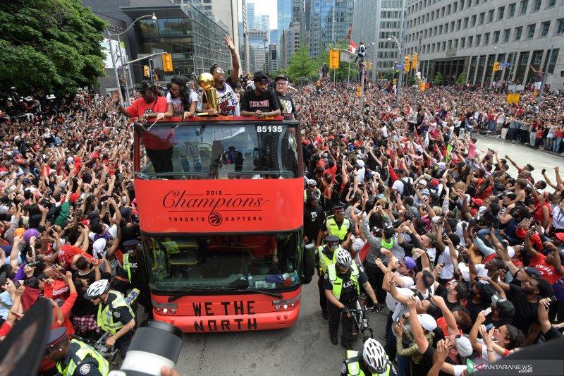 Jutaan pendukung sambut kemenangan Raptors