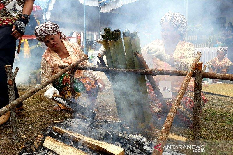 Melestarikan tradisi malamang di Kalteng melalui festival budaya