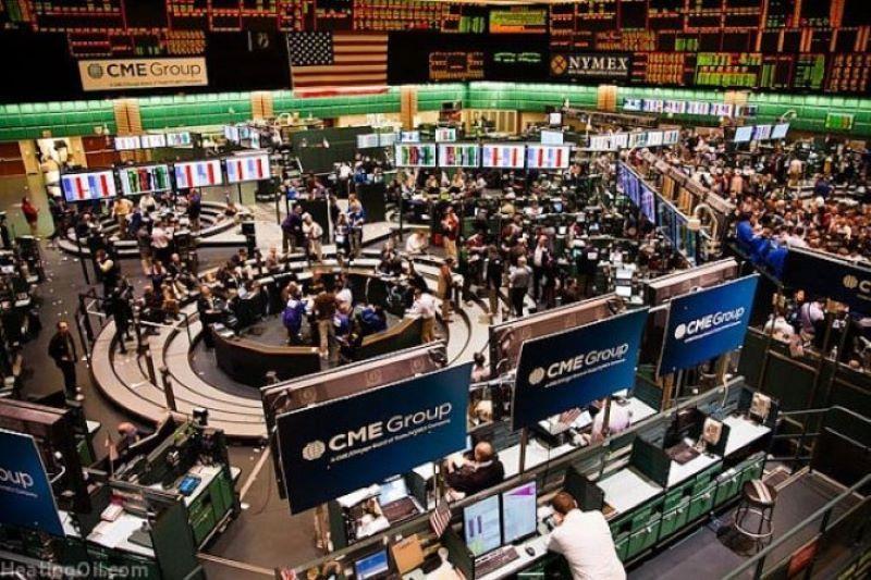 Dolar AS menguat, emas berjangka menukik turun