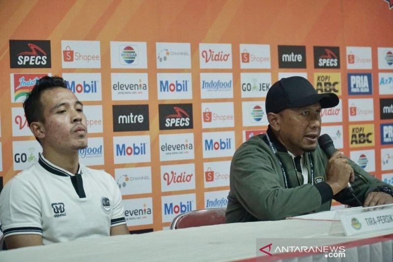 Juru taktik Tira Persikabo mengaku kaget ketika kontraknya diputus oleh manajemen