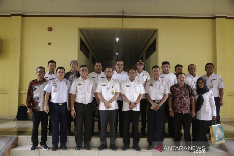 Tim Kajian BUMD Kabupaten Barru Sulsel studi banding kepelabuhanan di Siak