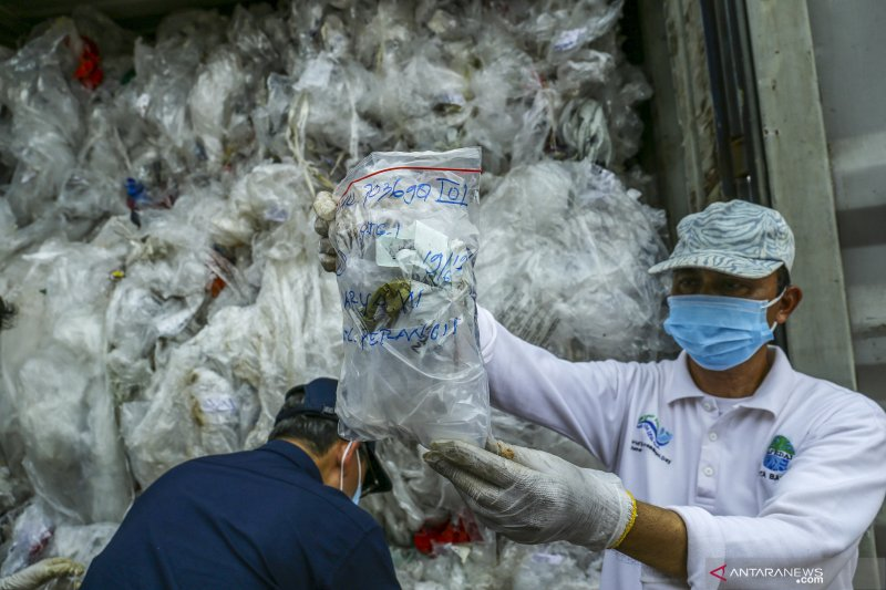 Indonesia takes firm stand on saying no to foreign trash