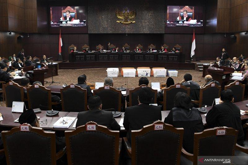 Sidang MK, KPU nilai saksi pemohon tidak relevan