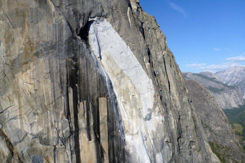 Schneiter, bocah perempuan taklukkan tebing granit El Capitan