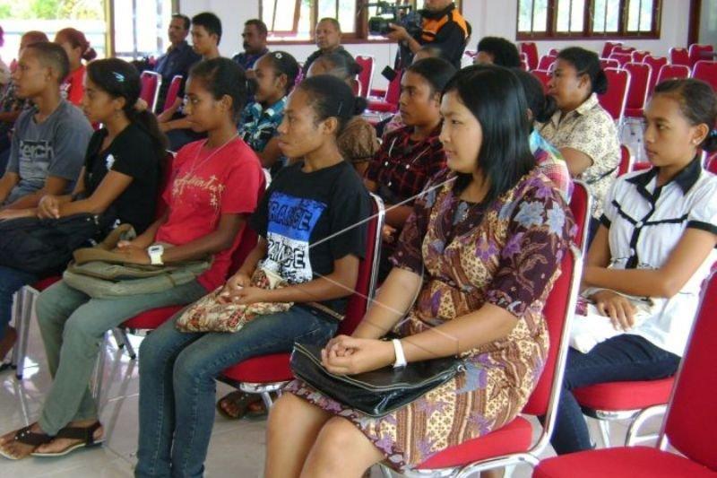 Pemkab Supiori masih mengevaluasi kinerja 167 guru kontrak