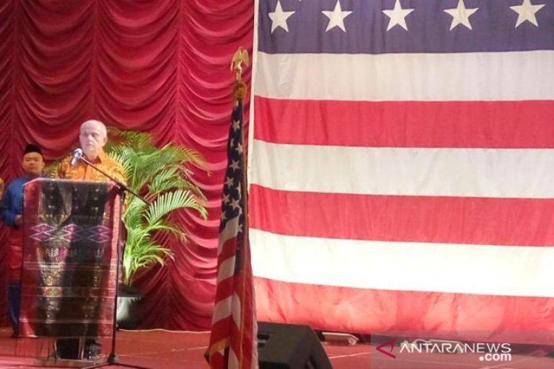 Konsul AS untuk Sumatera rayakan
