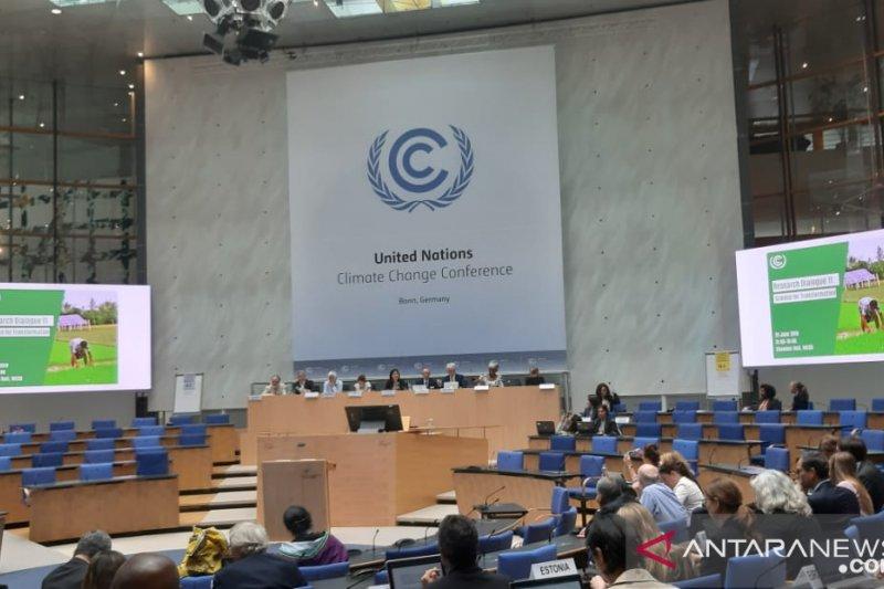Membalik posisi di ruang negosiasi iklim