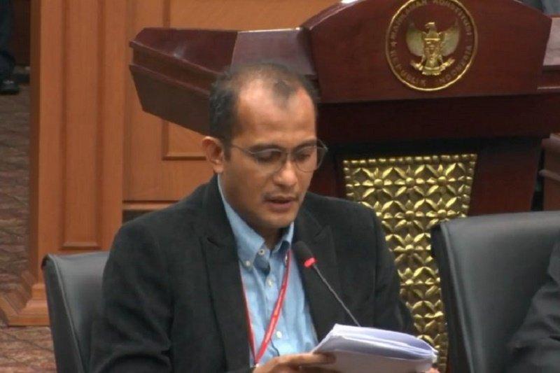 Sebelum hadir sebagai saksi, Edward Hiairej dihubungi Mahfud MD