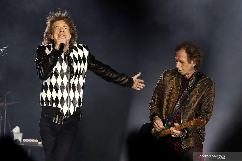 Mick Jagger kembali manggung setelah operasi jantung