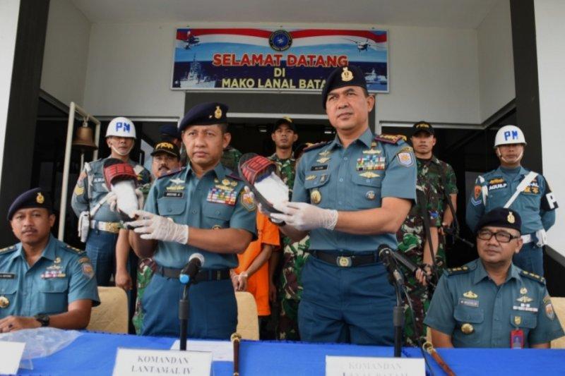 TNI AL berhasil amankan sabu 204 gram di dalam sandal seorangTKI